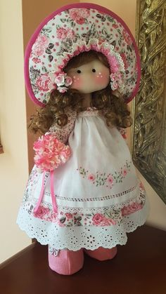 Blog de trabajos de María José Veira. Patchwork, calceta, ropita, muñecos, capotas, manteles, cortinas, bordados, ganchillo. Labores artesanales. Pretty Dolls, Beautiful Dolls, Doll Dress Patterns, Clothespin Dolls, Doll Tutorial, Waldorf Dolls, Doll Hair, Soft Dolls, Crochet For Beginners