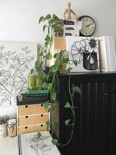 artist's studio space @carmelinalounsbury on instagram