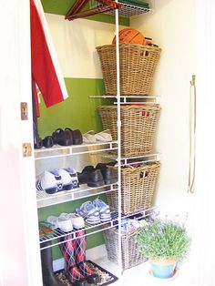 mini mud room entry way idea...http://www.apartmenttherapy.com/10-tips-on-making-a-mini-makes-162386