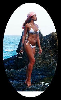 Rihanna is stunning in a white bikini as she poses for snaps in Hawaii Moda Rihanna, Estilo Rihanna, Rihanna Mode, Rihanna Riri, Rihanna Style, Rihanna 2014, Rihanna Baby, Rihanna Bikini, Sexy Bikini