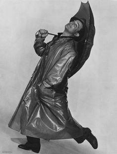 """Gene Kelly foto publicitaria de """"Cantando bajo la lluvia"""""""