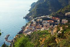 A detailed breakdown of where to stay in Cinque Terre by village and price range. We help you choose the best Cinque Terre hotel for your trip! Cinque Terre, Italy Vacation, Italy Travel, Pisa, 10 Days In Italy, Areas Protegidas, Italy Holidays, Ways To Travel, Travel Tips