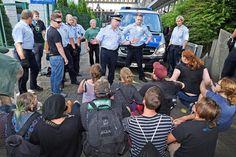 Stundenlanger Protest vor dem Bielefelder Gericht gegen Abschiebung einer 18-Jährigen +++  Friedliches Ende einer Blockade