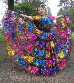 traje-tipico-chiapas...MÉXICO Mexican Fashion, Mexican Outfit, Mexican Dresses, Mexican Style, Traditional Mexican Dress, Traditional Fashion, Mexican Quinceanera Dresses, Mexican Heritage, Mexican Party