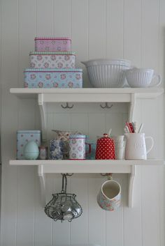 oh such a pretty #kitchen #shelf filled with #greengate