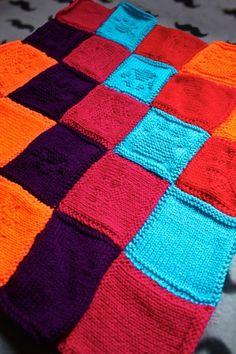 The Purly Paw Print Patchwork Blanket in more detail