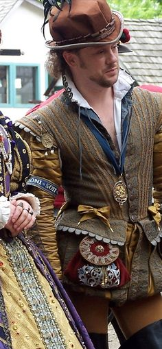 Doublet sewn and modeled by Stacy.  Virginia Ren Faire.  (The key to good fashion is in the accessories)