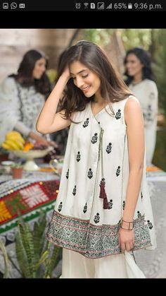 Simple Pakistani Dresses, Pakistani Fashion Casual, Pakistani Dress Design, Pakistani Outfits, Girls Dresses Sewing, Stylish Dresses For Girls, Simple Dresses, Casual Dresses, Frock Fashion