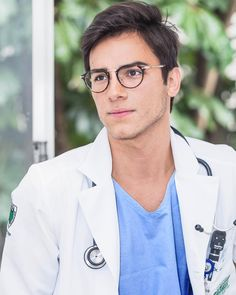 Hot guys are everything especially for ladies, now, add a dose of smart, and a doctor's lab coat and you have the perfect recipe. Imagine going to the hospital, and then you have this extremely hot doctor or even a hot nurse at. Hot Doctor, Male Doctor, Dr Mike, Men In Uniform, Prado, Good Looking Men, Trends, Perfect Man, Cute Guys