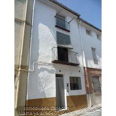 Venta casa en Soneja en la calle Nueva. Zona muy céntrica del pueblo. Compuesta por planta baja y 3 alturas. De estilo rústico bien conservada ideal para veranear. 42.000 €