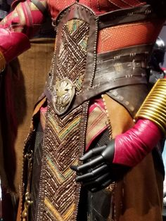 Dora Milaje armor detail from 'Black Panther' Black Panther Movie 2018, Black Panther King, Black Panther Marvel, Halloween Cosplay, Cosplay Costumes, Black Panther Costume, Dora Milaje, Marvel Cosplay, Marvel Heroes