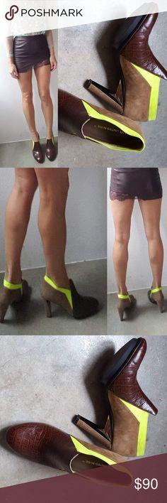 d94b58012204 UN lola croc chocolate w neon gold heel bootie 9.5 Preview fashion week sale  score.