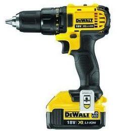 Dewalt DCD780M2 koster lidt mere, men har også flere kræfter. Den er især velegnet til hårdere materialer og intens brug.