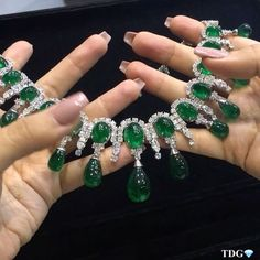 TODAY MAY BE TURKEY DAY IN AMERICA, BUT I AM STICKING TO MY GREENS!!! With emeralds and diamonds that are uniquely @karensuenfinejewellery !!! This necklace is perfection... how I wish I was at #JewelleryArabia in Bahrain to try this beauty on!!! Lucky i have the beautiful Bebe aka @champagnegem sending me videos live from the show! See @karensuenfinejewellery if you are there - it's a treat!!! 💚💚💎💎💚💚💎💎💚💚💎💎💚💚💎💎💚💚💎💎💚💚💎💎