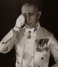 Erich von Stroheim (September 22, 1885 - May 12, 1957) Austrian filmdirector, scenerist and actor.