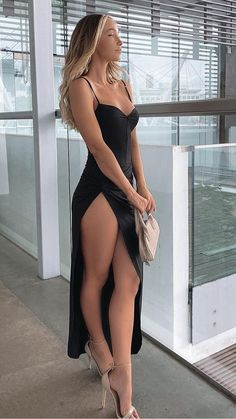 Great Legs, Beautiful Legs, Gorgeous Women, Beautiful Beach, Beautiful Clothes, Sexy Outfits, Sexy Dresses, Fashion Dresses, Pernas Sexy