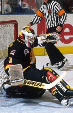 Kirk McLean Hockey Goalie, Hockey Games, Ice Hockey, Goalie Mask, Vancouver Canucks, Nfl Fans, Nhl, Hockey Stuff, Sports