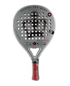 La nueva Pala Black Crown Piton 2.0 se convertirá en la mejor amiga de muchos jugadores de nivel avanzado que quieran un arma con excelente toque y sensaciones. Esta joya es la evolución del modelo PITON aportando una superficie rugosa en las caras lo que te facilitará conseguir más efectos y te dará más control. http://www.streetpadel.es/black-crown-piton-20-p-1272.html