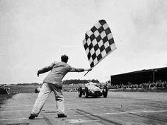 1ª Vitória na Fórmula 1  (Bandeirada na Pista de Silverstone - 1950) foi do italiano Nino Farina  com uma Alfa Romeo 158