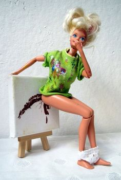 (WTF This is so whacked out I'm not even pinning it on my Bass ass Barbie board) . Barbie Funny, Bad Barbie, Barbie Humor, Funny Art, Funny Memes, Hilarious, Expo, Weird Art, Barbie World