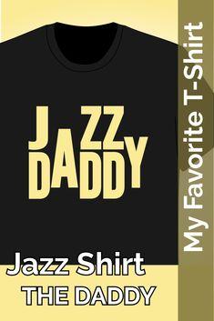 T-Shirt bei amazon: Musik schlägt alles. Daddy trägt dieses Design im Jazz Club.Ein tolles Geschenk für Jazz Club und Musik Liebhaber. Dieses T-Shirt Design ist für alle Väter die Musik lieben. #amazon #tshirt #jazz #daddy T Shirt Designs, Daddy, Jazz Club, Women, Great Gifts, Musik, Fathers, Tee Shirt Designs, Woman
