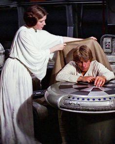Luke and Leia Mark Hamill and Carrie Fisher Film Star Wars, Star Wars Cast, Leia Star Wars, Images Star Wars, Star Wars Pictures, Carrie Fisher, Tableau Star Wars, Geeks, Starwars