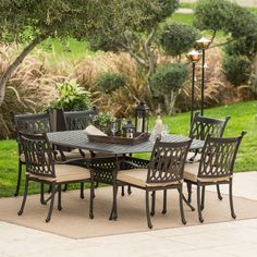 Nothing matches the high comfort and relaxed style of this dining set.