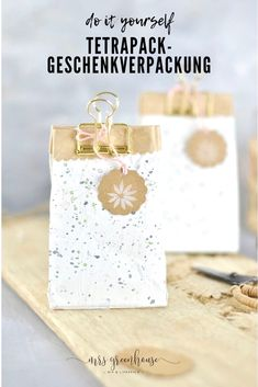 Upcycling DIY for a homemade gift packaging from empty milk carton . - Upcycling DIY for homemade gift packaging from empty milk cartons. Painted with chalk paint, small - Upcycled Crafts, Diy And Crafts, Kids Crafts, Homemade Gifts, Diy Gifts, Tetra Pack, Cadeau Couple, Gift Packaging, Blog