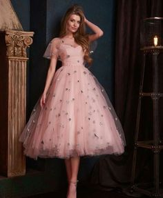 Are you confused about what to use for prom night? How about using a short dress? Short dresses can make you look gorgeous. While short dresses are gr. # Fashion dresses Trends Short Dress for Prom Night Make You Look Gorgeous Vintage Bridesmaid Dresses, Vintage Dresses, Prom Dresses, Formal Dresses, Summer Dresses, Dress Prom, Casual Dresses, Wedding Dresses, Vintage Homecoming Dresses