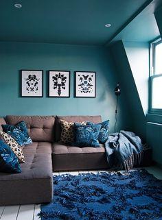 Deco living room blue duck, peacock, oil - tar and feathers Living Room Sofa Design, Vintage Sofa, Home Furniture, Wabi Sabi, Hygge, Home Decor, Decor Diy, Family Tv, Points