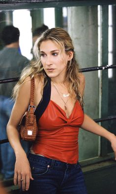 Carrie Bradshaw Wearing Her Famous Carrie Necklace, Season 2