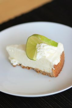 For Sunday dinner, and a farwell to my mom, I made her this delicious Coconut Key Lime Pie. Just Desserts, Delicious Desserts, Dessert Recipes, Yummy Food, Pie Dessert, Coconut Key Lime Pie Recipe, Yummy Treats, Sweet Treats, Lime Recipes