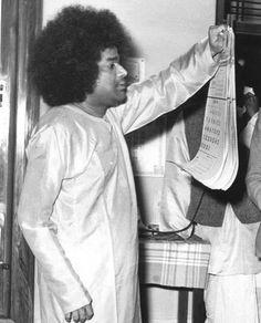 Sai Baba Wallpapers, Baba Image, Sathya Sai Baba, Sai Ram, Maryland, It Is Finished, Take That, Cosmic, Meditation
