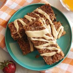 Dried-Fruit Granola Bars with Peanut Butter Drizzle Recipe Yummy Snacks, Healthy Snacks, Yummy Food, Healthy Cooking, Dried Apples, Dried Fruit, Peanut Butter Drizzle Recipe, Homemade Granola Bars, Cereal Recipes