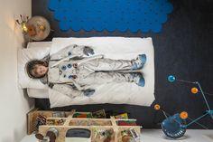 Euren Kindheitstraum wahr machen und schlafen wie im Weltall. Snurk Bettwäsche Astronaut