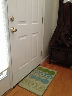 November's Easy DIY Craft: Stenciled Rug (http://blog.hgtv.com/design/2012/11/12/novembers-easy-diy-craft-stenciled-rug/?soc=pinterest)