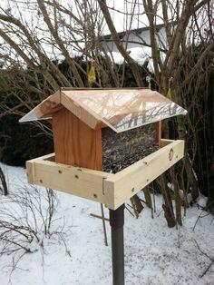 vogelfutterhaus mit auffangbehälter für leere schalen - Google-Suche