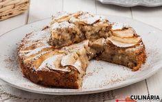 Diga lá, este bolo caseiro de maçã vinha mesmo a calhar para sobremesa, não acha? Acompanhado por uma chávena de chá ou um café, ninguém vai conseguir resistir a este bolo fofo.