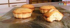 Voici cette fois-ci une recette agrémentée de photos prises par moi, aujourd'hui même :) Financiers : (pour 12 pièces) 140g de sucre ...