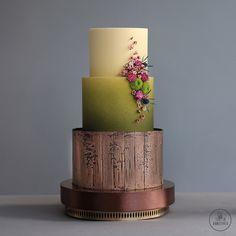 Праздничные торты для женщин на заказ в Москве