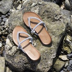 Pretty #shiny #flipflops #inuovo --> http://www.omoda.nl/dames/slippers/inuovo/witte-inuovo-slippers-5193-55774.html