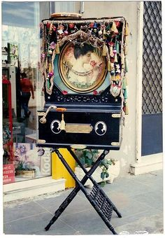 Mechanical musical instrument often highly decorated. Also known as a Greek Street Piano. (It's not a pipe organ. Greek Culture, Modern Times, Vintage Music, Athens Greece, Greek Life, Old Photos, My Eyes, Mythology, Piano