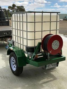 1000 Litre water tank mounted on a single axle road trailer. loading for on-road application full painted steel trailer with 4 step platforms 15 inch steel wheels and 5 stud hub. Work Trailer, Trailer Plans, Utility Trailer, Trailer Build, Lawn Trailer, Robotic Welding, Metal Welding, Diy Welding, Welding Crafts