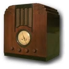 Love vintage radios!