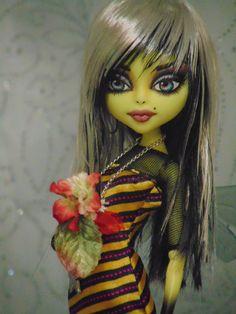 """~ Sheelagh ~ OOAK Monster High VHTF  """"Bee Girl"""" Repaint Doll ~ by Bordello ~"""