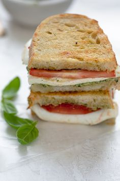 This Mozzarella Sandwich is made with fresh tomatoes and walnut pesto grilled with sourdough bread. It's easy to assemble and bursting with flavor! Grill Sandwich, Sandwich Recipes, Bread Recipes, Easy Healthy Recipes, Healthy Snacks, Vegetarian Recipes, Easy Meals, Toast Pizza, Healthy Sandwiches