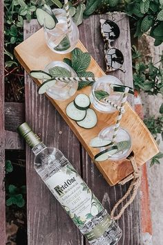 Nothing says summer like a Cucumber & Mint cocktail. Serve up a fresh tasting Ketel One Botanical Spritz at your next backyard party. And the most delicious part? It's only 73 calories. Mix oz Ketel One Botanical with 3 oz Soda Water. Serve in a win Cocktail Drinks, Fun Drinks, Yummy Drinks, Alcoholic Drinks, Beverages, Ketel One Vodka, Mint Recipes, Party Desserts, Fabulous Foods