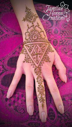 Moroccan flower henna www.jamilahhennacreations.com