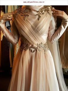 Most fashionable evening dresses models 2019 The most beautiful and newest outfit ideas continue to Hijab Gown, Hijab Dress Party, Hijab Evening Dress, Muslim Wedding Dresses, Muslim Dress, Evening Dresses, Prom Dresses, Wedding Hijab, Dress Wedding