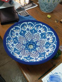 Ceramic Plates, Ceramic Pottery, Mexican Designs, Pots, Ceramic Painting, Poker Table, Blue And White, Clay, Dishes